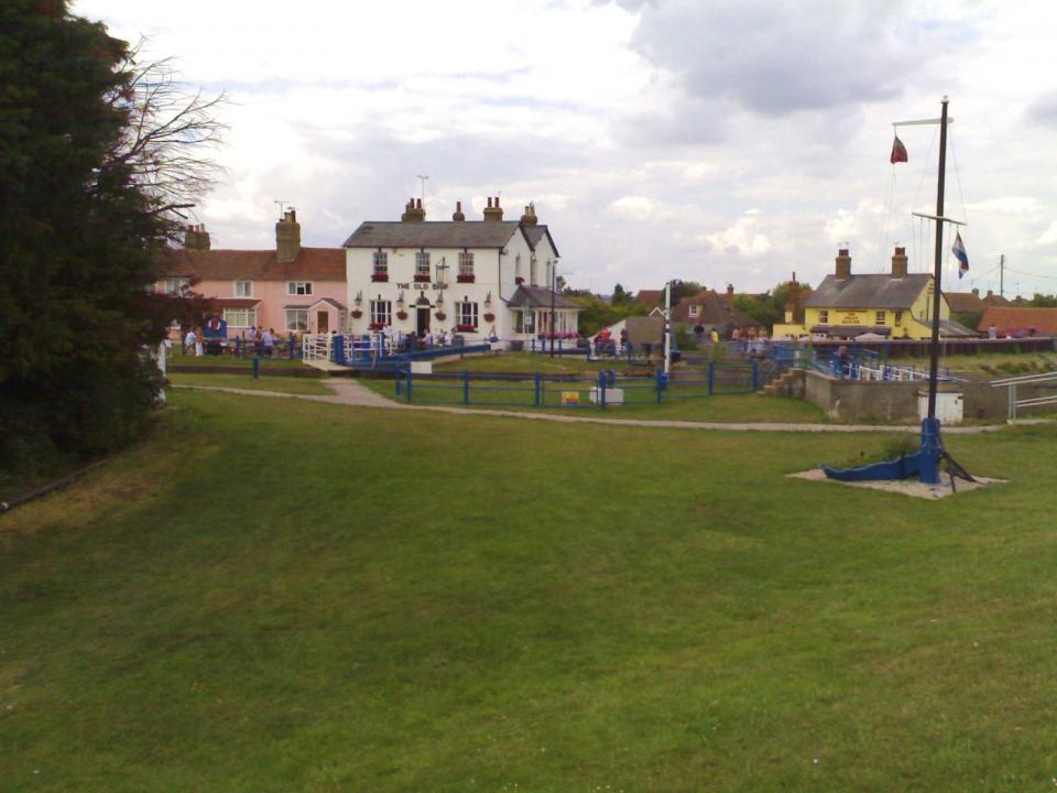 Heybridge Basin, Essex 2011 with many 18th C. elements and modestly sized brick buildings (© Simon Odell)