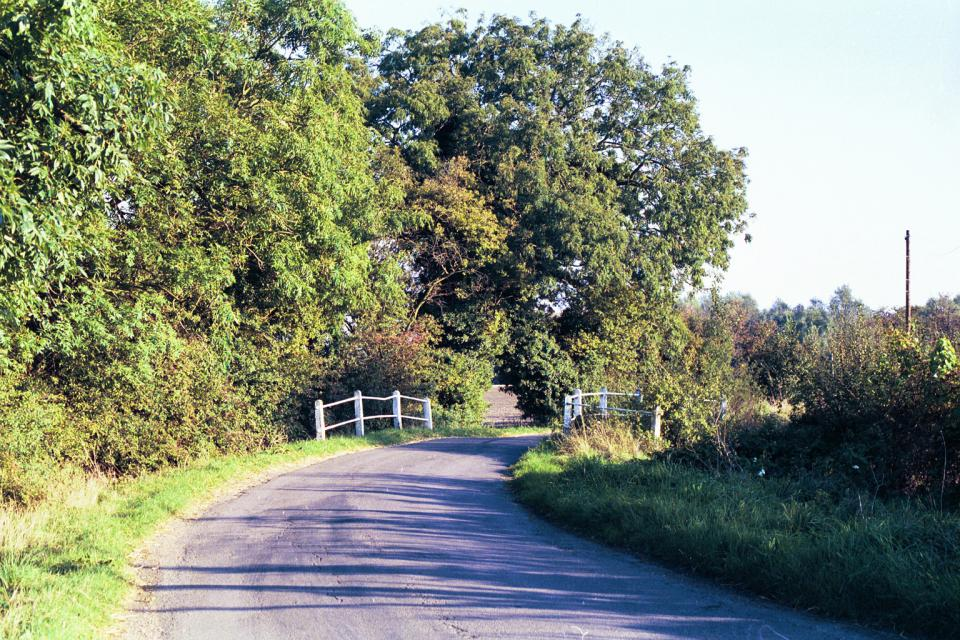 Lowland Village Farmlands + Whitegate Bridge, Hertfordshire County Boundary north of Ashwell (1999) (© HCC Landscape)