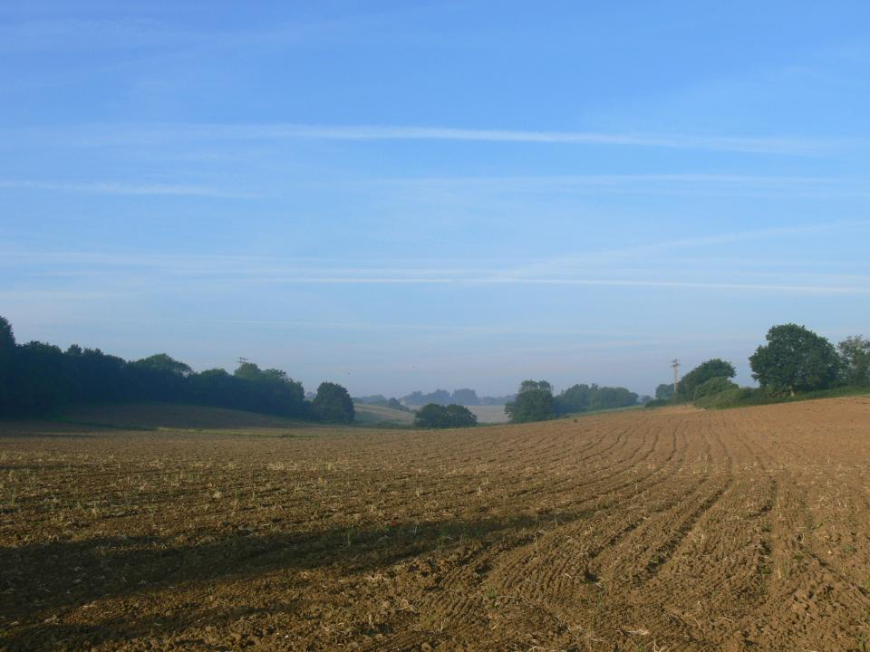 Valley Settled Farmlands + Looking west towards Baylham Stone. (© Jonathan Dix)