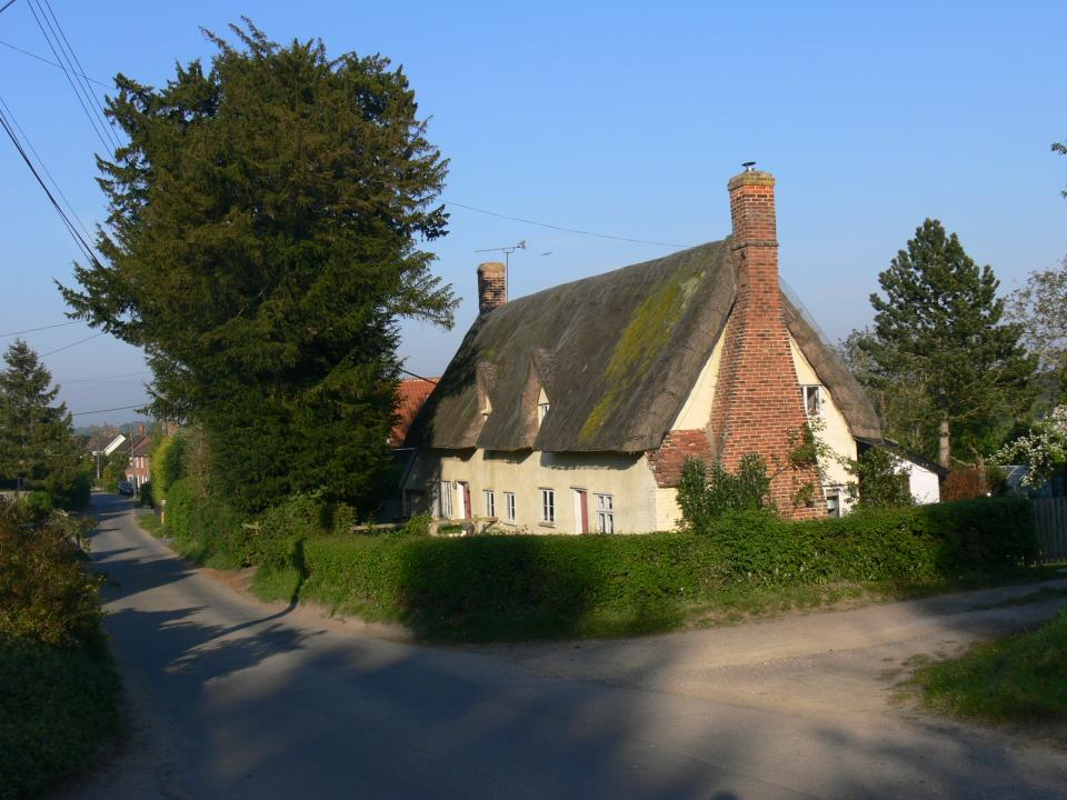 Valley Settled Farmlands + Typical vernacular timber framed house (plastered and painted) in the high street of Baylham.   (© Jonathan Dix)